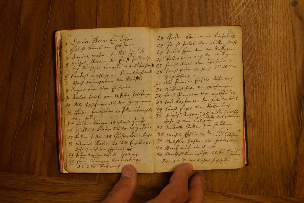 Eine Liste in der Röthenbacher Schenck-Chronik nennt die 1710 deportierten Täuferinnen und Täufer. Brechtbühl ist der links oben als Vierter Genannte.